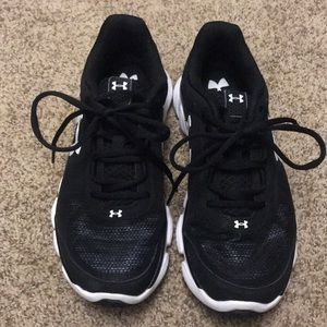 Women's Under Armour sneakers 8.5. Worn once!